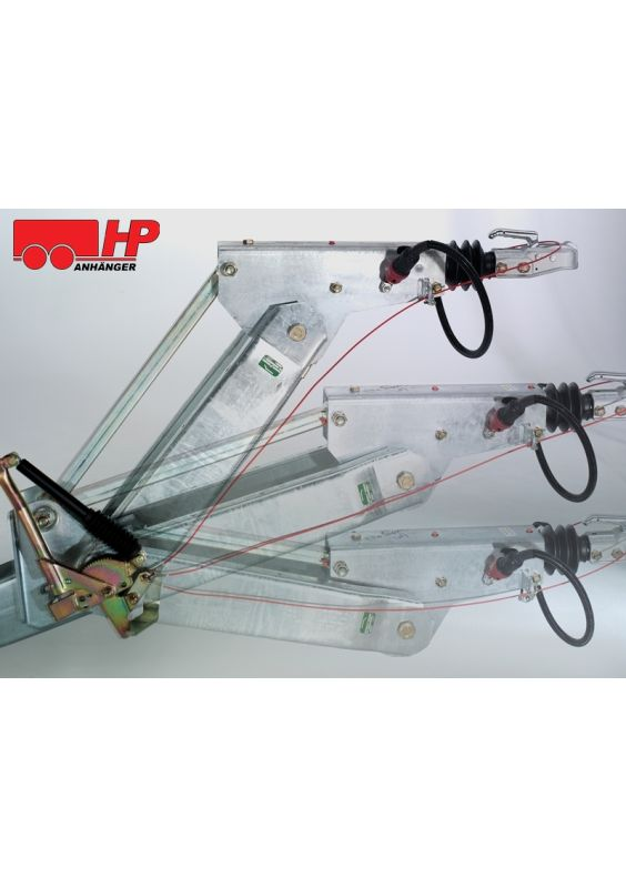 Höhenverstellbare Zugdeichsel (Kugelkopfkupplung und DIN-Zugöse nicht inklusive), montiertes Zubehör